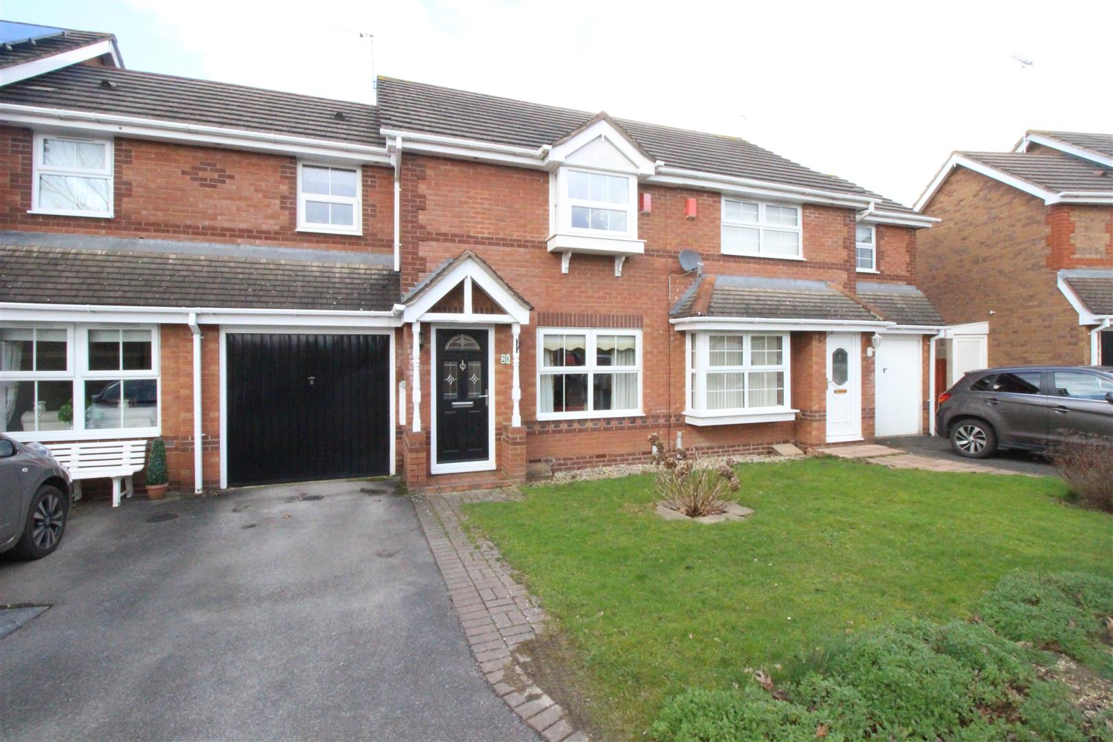 3 Bedrooms Terraced House for sale in Horcott Road, Peatmoor, Swindon
